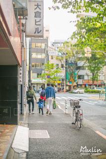 都市のストリート バイクに乗っている人のグループの写真・画像素材[825149]
