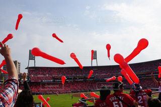 マツダスタジアムでのジェット風船カープ応援の写真・画像素材[2141214]