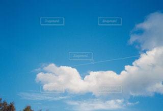 青空の雲の写真・画像素材[2681490]