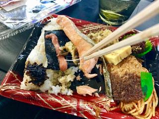食べ物,食事,魚,日常,弁当,食べる,和食,おいしい,鮭,生活,骨,ライフスタイル,一人暮らし,シャケ,コンビニ弁当,リアル感,魚の骨,例外的