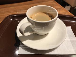 テーブルの上のコーヒー カップの写真・画像素材[722873]