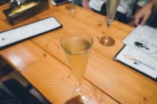 テーブルの上のコーヒー カップの写真・画像素材[737400]