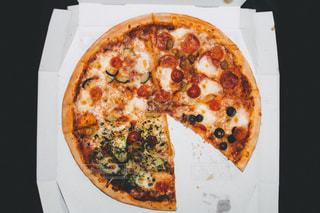 ボックスにピザのスライスの写真・画像素材[749469]