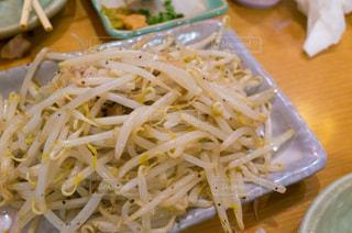 テーブルの上に食べ物のボウルの写真・画像素材[855637]