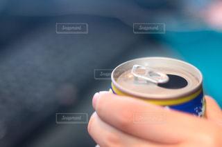 近くに、カップを保持している人のの写真・画像素材[1079637]