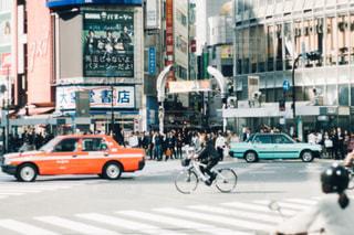 都市のストリート バイクに乗る人の写真・画像素材[1082921]