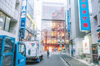街でバスの写真・画像素材[1084233]