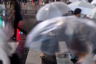 忙しい街の通りのぼやけた画像の写真・画像素材[1086777]