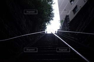 近い暗闇の中で橋のアップの写真・画像素材[1087208]