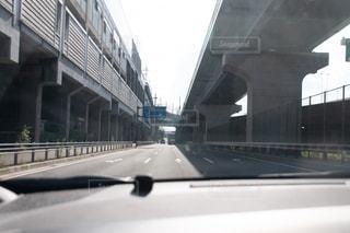 道路の上の橋の写真・画像素材[1411139]