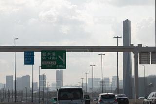 車の通り都市の運転が大量のトラフィックでいっぱいの写真・画像素材[1411142]