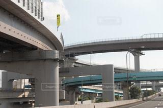 背景の建物と橋の写真・画像素材[1411146]