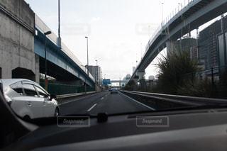 車の運転の橋の上の写真・画像素材[1411159]