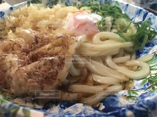 近くにブロッコリーと食品のプレートのアップの写真・画像素材[1704991]