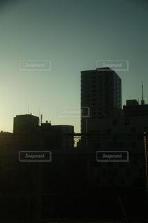 曇り空とビルのシルエットの写真・画像素材[1759884]