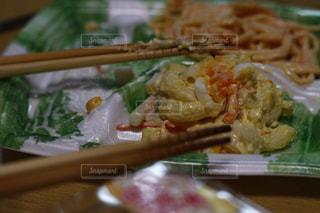 惣菜のマカロニサラダクローズアップ。リアル感漂う本物の日常写真素材は「ふつう」「リアル感」「飾らない」で検索をの写真・画像素材[1769942]