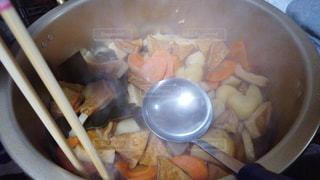 板の上に食べ物のボウルの写真・画像素材[1804412]