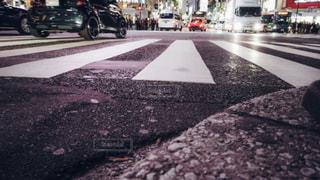 渋谷スクランブル交差点ローアングル撮影の写真・画像素材[1811121]