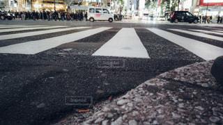 渋谷スクランブル交差点ローアングル撮影の写真・画像素材[1811125]