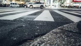 渋谷スクランブル交差点ローアングル撮影の写真・画像素材[1811130]
