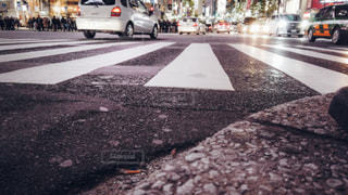 渋谷スクランブル交差点ローアングル撮影の写真・画像素材[1811131]