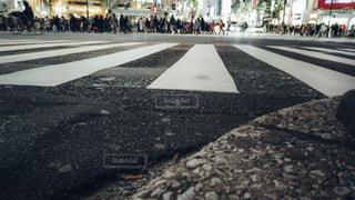 渋谷スクランブル交差点ローアングル撮影の写真・画像素材[1811133]