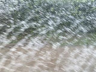 台風大雨で道路に水が溢れるの写真・画像素材[2715611]