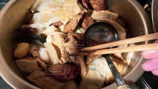 食べ物で満たされた鍋。おでんですの写真・画像素材[3692025]