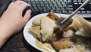 おでんを食べる。テレワーク、リモートワークな日常の写真・画像素材[3696011]