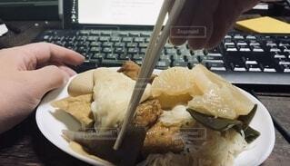 おでんを食べる。テレワーク、リモートワークな日常の写真・画像素材[3696012]