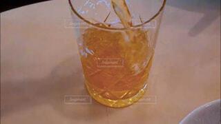 飲み会、晩酌イメージ。手酌クローズアップの写真素材の写真・画像素材[3813620]