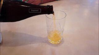 飲み会、晩酌イメージ。手酌の写真素材の写真・画像素材[3813623]