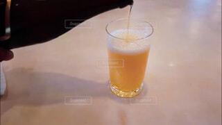 飲み会、晩酌イメージ。手酌の写真素材の写真・画像素材[3813622]