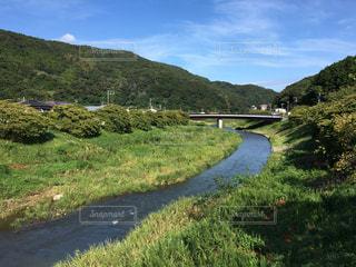 山並みと川の流れの写真・画像素材[1605347]