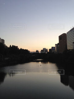 水の体の上の橋の写真・画像素材[767715]