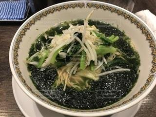 肉と皿の上のブロッコリー スープの写真・画像素材[1041597]