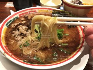 肉と皿の上の野菜スープの写真・画像素材[1048751]