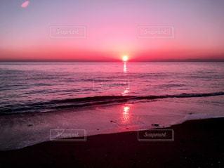 水の体に沈む夕日 - No.870892