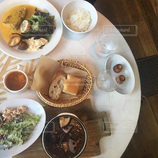 ランチの料理 テーブルの写真・画像素材[1018722]