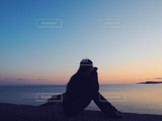 日の出のビーチ 女の子 - No.1018723