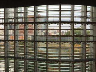 国立新美術館のガラス窓の写真・画像素材[1609055]