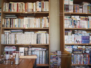 本棚は本でいっぱいの写真・画像素材[1119978]