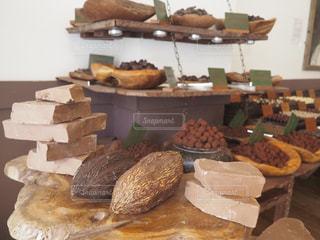 テーブルの上に食べ物の写真・画像素材[1400382]