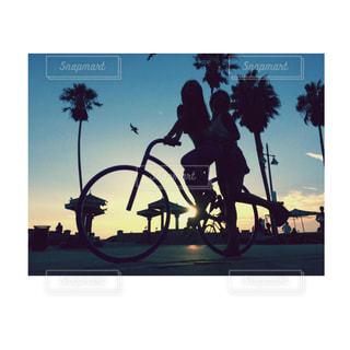 ビーチでサイクリングの写真・画像素材[922445]