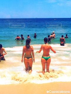 2人,海外,ビーチ,砂浜,スレンダー,水着,美脚,美女,お尻,常夏,楽園,コパカバーナ,南米,スタイル,ブラジル,リオデジャネイロ,抜群