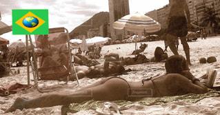 海外,ビーチ,砂浜,スレンダー,水着,白黒,モノトーン,美脚,美女,お尻,常夏,楽園,コパカバーナ,南米,スタイル,ブラジル,リオデジャネイロ,抜群