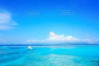 夏空と船の写真・画像素材[830969]