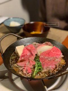 皿の上の食べ物のボウルの写真・画像素材[2870016]
