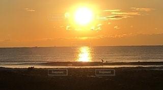 海に昇る太陽 朝日の写真・画像素材[2681531]