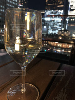 夜景を見ながらワインの写真・画像素材[1133455]